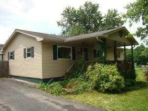 606 Johnson St, Oak Hill, WV 25901