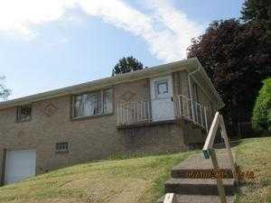 128 National Rd, Weirton, WV 26062