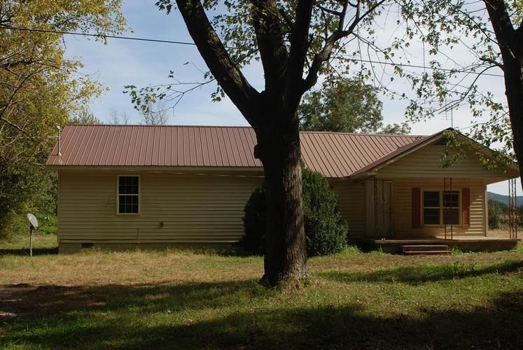 427 Parks Ln Pelham, TN 37366
