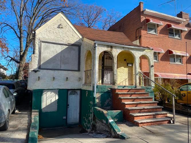 Single Family Residence, Ranch - Bronx, NY